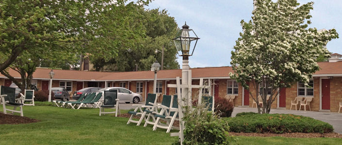 Amish country motel bird in hand pa hotels for Country living inn lancaster