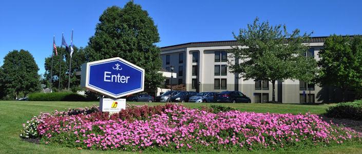 Hampton inn lancaster lancaster pa hotle hotels for Country living inn lancaster
