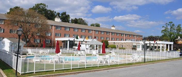 Heritage hotel lancaster pa hotels for Country living inn lancaster