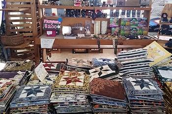 smucker 39 s quilts an amish owned quilt shop. Black Bedroom Furniture Sets. Home Design Ideas