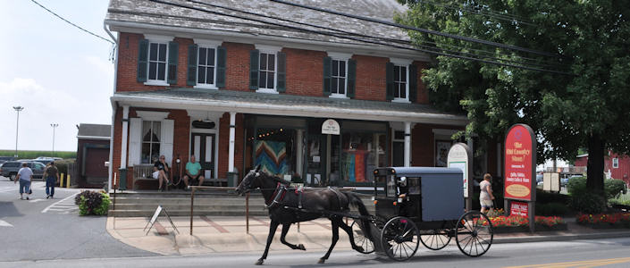 The Old Country Store In Intercourse Pa Quilts Lancasterpa