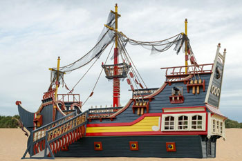 pirate-ship-exterior-amish-creations