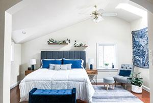 cottage-loft-blue-white-bedroom