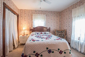 country-view-pa-guestroom