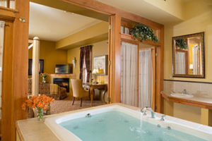 inn-leola-village-whirlpool-suite-2