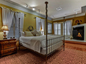 inn-leola-village-whirlpool-suite