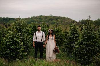 fern-fountain-couple-in-field